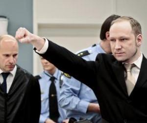 Breivik es narcicista y asocial pero no padece psicosis, según médicos