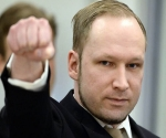 Asesino de Oslo dice que mató a 77 personas en defensa propia