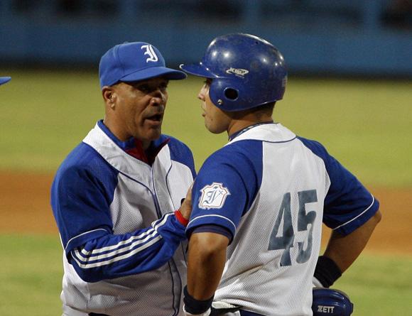 Vargas aconseja a Frank Camilo. Foto: Ladyrene Pérez/Cubadebate.