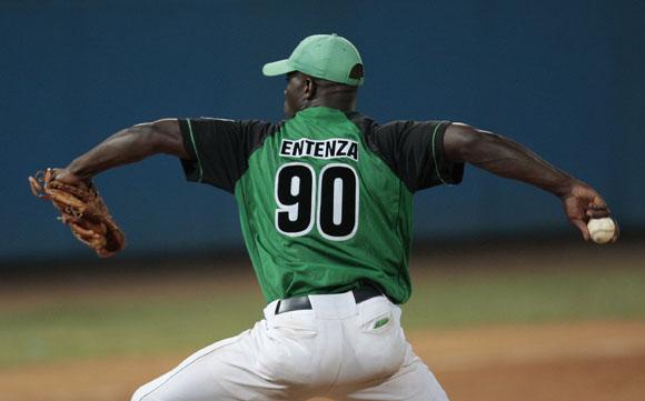Entenza lanzo uno de sus mejores partidos de por vida.  Foto: Ismael Francisco/Cubadebate