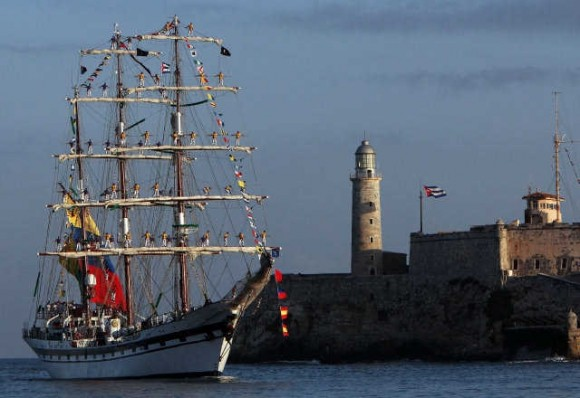 El Buque Escuela Simón Bolívar arribó en la mañana de este viernes al puerto de La Habana. Foto: Cortesía de Raimundo Urrechaga