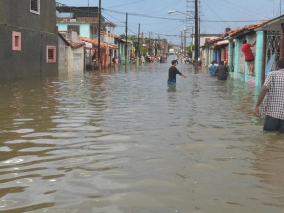 Calle Sol de la ciudad pinareña inundada tras el tornado