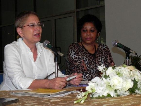 """Zenaida Romeo, maestra y directora de """"Camerata Romeu"""", comentó a la prensa cómo surgió la idea de la grabación del DVD """"Concierto del Norte"""". Foto: Marianela Dufflar/Cubadebate"""