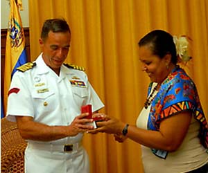 Capitán Aníbal Brito y Marta Hernández, Presidenta de la Asamblea Provincial del Poder Popular