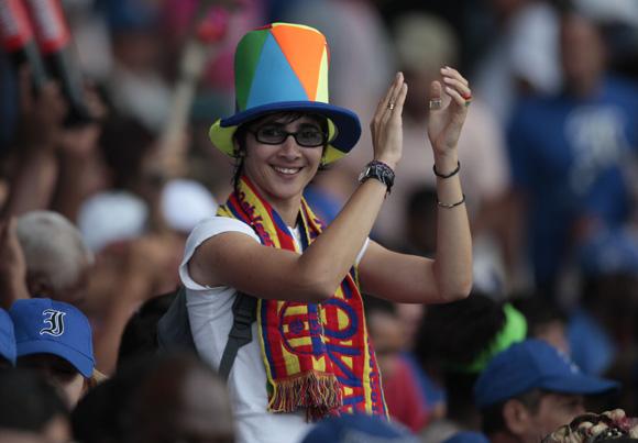 Aficionados en el Latino. Foto: Ismael Francisco/Cubadebate