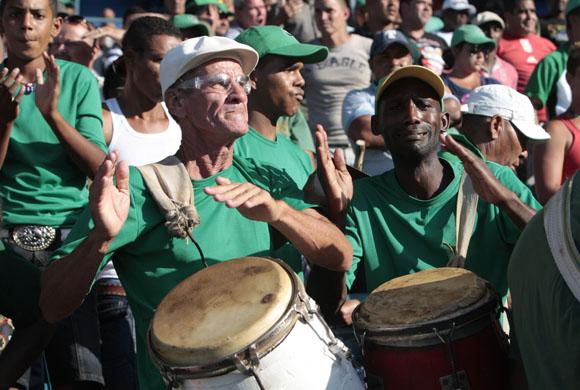 Conga cienfueguera en el Latino. Foto: Ismael Francisco/Cubadebate.