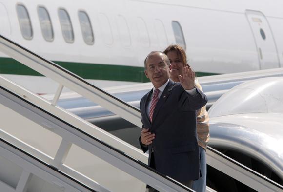 Se despide de Cuba Felipe Calderón, presidente de México, en el Aeropuerto Internacional José Martí. Foto: Ismael Francisco/Cubadebate