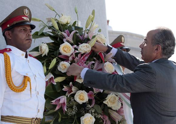 Deposita Ofrenda Floral a Jose Marti, el presidente de Mexico Felipe Calderon. Foto: Ismael Francisco/Cubadebate