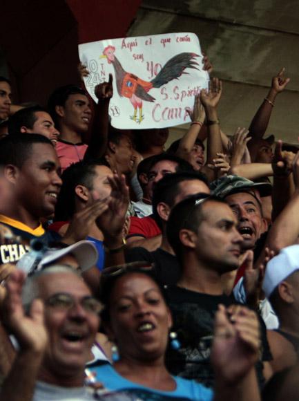Afición en el Huelga.  Foto: Ismael Francisco/Cubadebate.