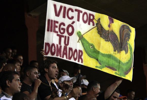 Aficionados en el estadio Jose Antonio Huelga. Foto: Ismael Francisco/Cubadebate.