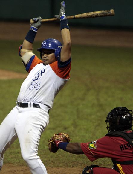 Frederich Cepeda negocio 3 bases por bolas. Foto: Ismael Francisco/Cubadebate.