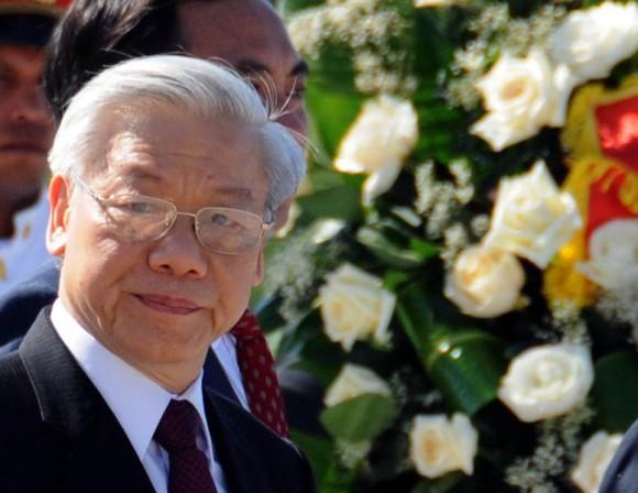 Nguyen Phu Trong, Secretario General del Comité Central del Partido Comunista de Vietnam, deposita Ofrenda floral, en el Memorial José Martí, de la Plaza de la Revolución cubana. Foto: Ismael Francisco/Cubadebate