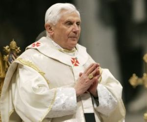 Cansado pero lúcido, Benedicto XVI celebra 85 cumpleaños