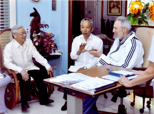Fidel Castro y el líder vietnamita. Foto tomada de la página del  Partido Comunista de Vietnam.