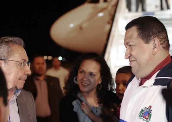 Hugo Chávez llega a Cuba. Foto: Prensa Presidencial