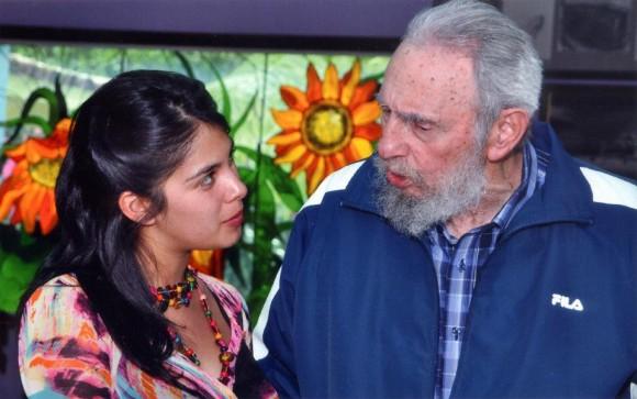 Karol y Fidel. Foto: vía Twitter @karolcariola