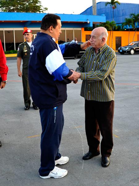 El Primer Vicepresidente cubano José Ramón Machado Ventura despidió al Presidente venezolano Hugo Chávez Frías. Foto: Estudios Revolución