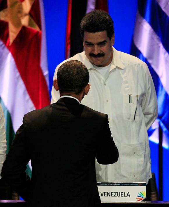 El presidente de los Estados Unidos, Barack Obama, y el canciller de Venezuela, Nicolás Maduro, se dieron un apretón de manos durante la ceremonia de inauguración de la Cumbre de las Américas, celebrada en Cartagena, Colombia.