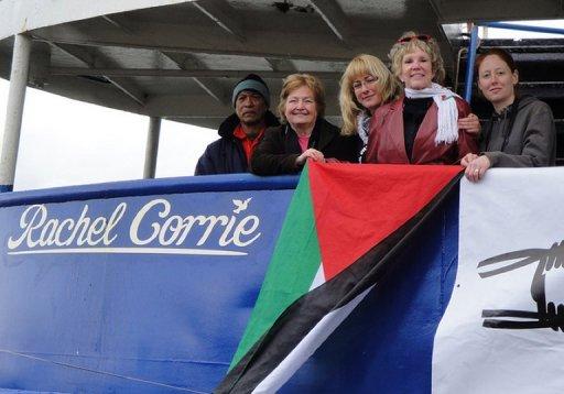 Mairead-Corrigan-Maguire-y-otros-activistas en el barco Rachel Corrie en solidaridad con Palestina