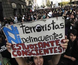 Unos 3000 estudiantes chilenos marchan contra el lucro en la educación