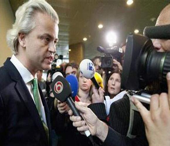 El Primer Ministro holandés, frente a la prensa