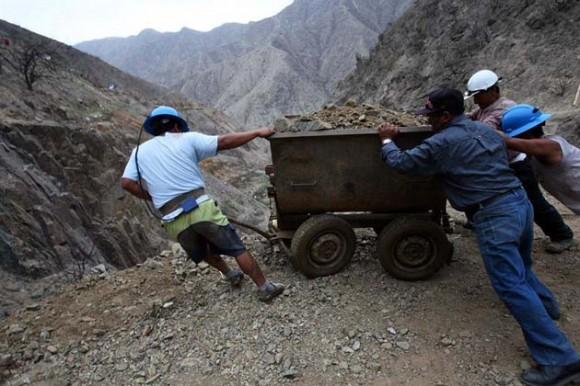 Mineros Perú. Foto: EFE