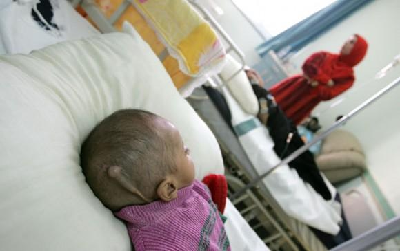 Niño con leucemia en Iraq. Foto: Uruknet.de