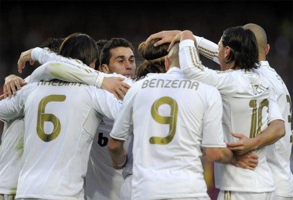 Así celebró el equipo de José Mourinho el primer gol en el Camp Nou. Foto: AFP