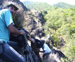 """El realizador Randol Menéndez Cruz (izquierda) durante el rodaje de uno de los capítulos de """"Hábitat"""". Foto: Juventud Rebelde"""