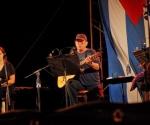 Silvio Rodríguez y la flautista Niurka González durante el concierto