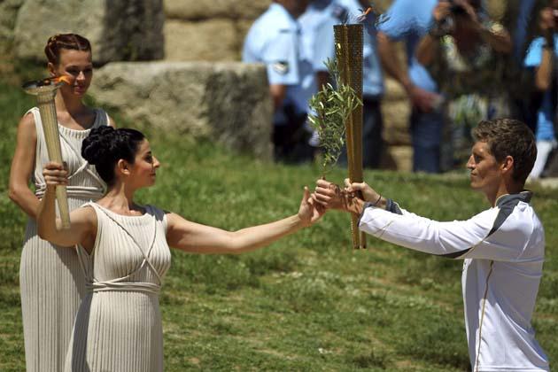 Encendida en Grecia antorcha olímpica de Londres 2012