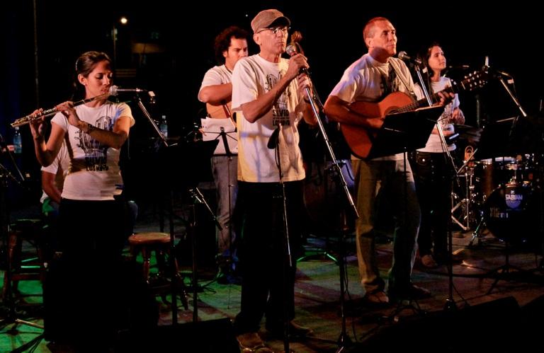 Los Novo cantan en su comunidad