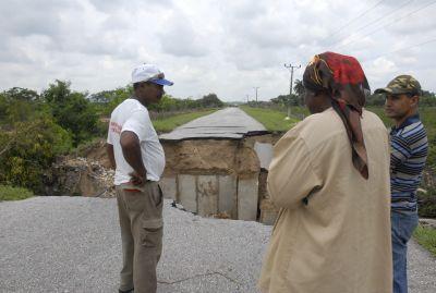 Acceso a la fábrica de cemento Siguaney