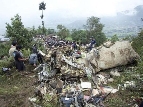 Quince muertos y sólo seis sobrevivientes provoca accidente aéreo en Nepal