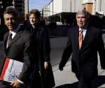 Arturo Hernández, junto a su defendido, el terrorista Luis Posada Carriles
