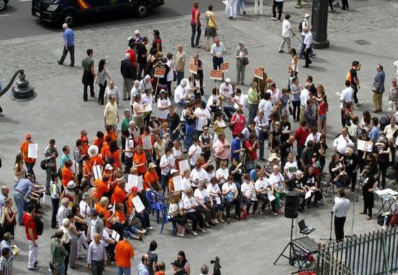 """En La Puerta del Sol funcionan """"Asambleas de Indignados"""""""