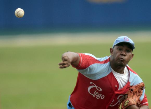 Vladimir Garcia, uno de los mejores lanzadores del momento en Cuba.  Foto: Ismael Francisco/Cubadebate.