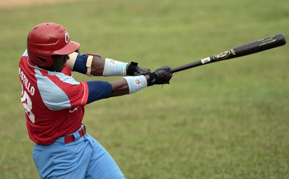 Rusney Castillo un pilar en la ofensiva de los avileños.  Foto: Ismael Francisco/Cubadebate.