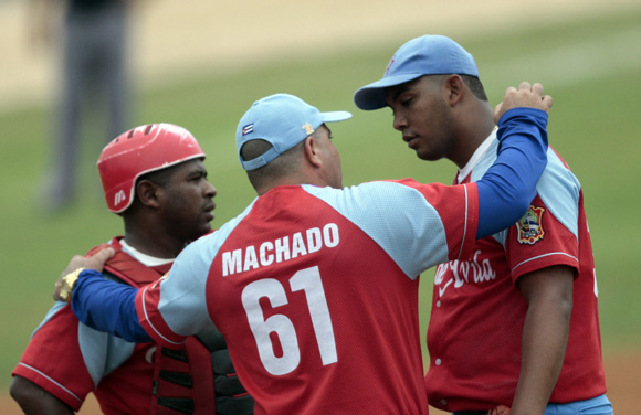 Roger Machado confio siempre en su estelar lanzador Vladimir Garcia. Foto: Ismael Francisco/Cubadebate.