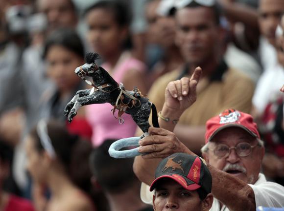 Afición bayamesa.  Foto: Ismael Francisco/Cubadebate.