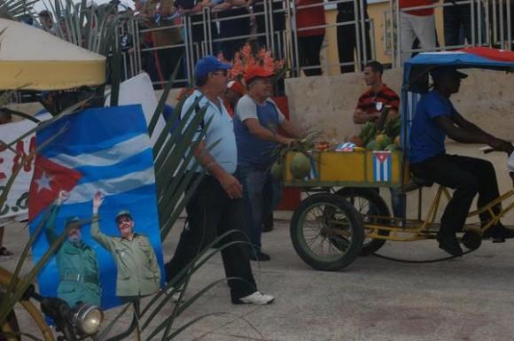 Trabajadores del sector no estatal y sus familias desfilaron por las calles de Ciego de Ávila, como parte de la celebración como en toda Cuba, del Día Internacional del Proletariado Mundial, el 1ro. de mayo de 2012. AIN FOTO/ Osvaldo GUTIERREZ GOMEZ