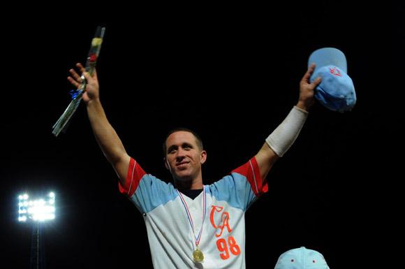 Ricardo Bordón decidió el campeonato con doble al derecho. Foto: Ismael Francisco/Cubadebate