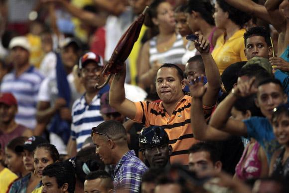 Aficionados en el Mártires de Barbados, Bayamo. Foto: Ismael Francisco/Cubadebate.