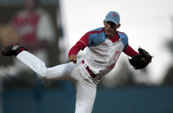 Yander Guevara, lanzador ganador del partido. Foto: Ismael Francisco/Cubadebate.