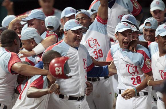 Ciego de Ávila celebra su clasificación a la final de la pelota cubana. Foto: Ismael Francisco/Cubadebate.