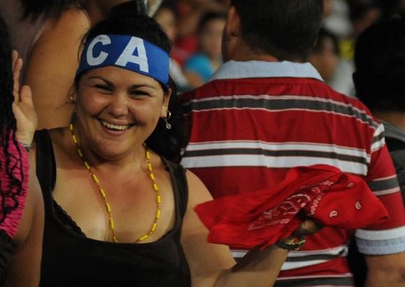 Alegria en los aficionados avileños. Foto: Ladyrene Pérez/Cubadebate.