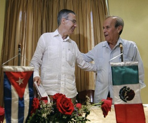 El presidente del Senado, José González Morfín (I) y Ricardo Alarcón, Presidente del Parlamento de Cuba. Foto: Notimex,
