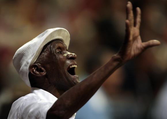 Aficionados en el estadio Victoria de Girón. Foto: Ismael Francisco/Cubadebate.