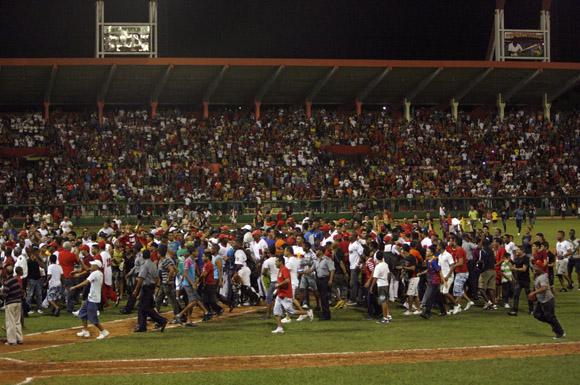 Celebración de los matanceros por la clasificación a semifinales. Foto: Ladyrene Pérez/Cubadebate.
