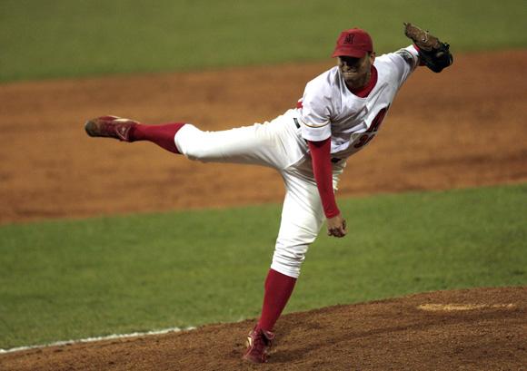 Jorge Alberto Martínez, pitcher ganador del juego decisivo. Foto: Ismael Francisco/Cubadebate.